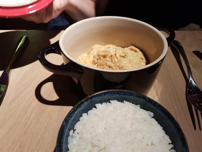 Mixtura-cocina-Nikkei-Aji-de-pollo-de-corral,-nueces-y-Comte