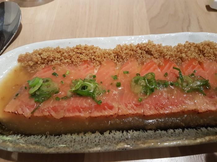 Mixtura-cocina-Nikkei-tiradito-de-salmon