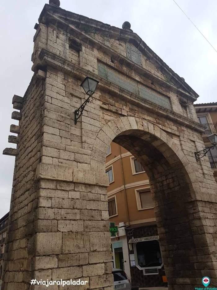 toro-zamora-arco-del-reloj