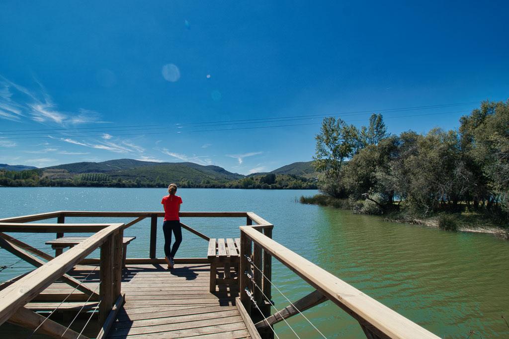 el-bierzo-11-planes-para-descubrirlo-lago carucedo